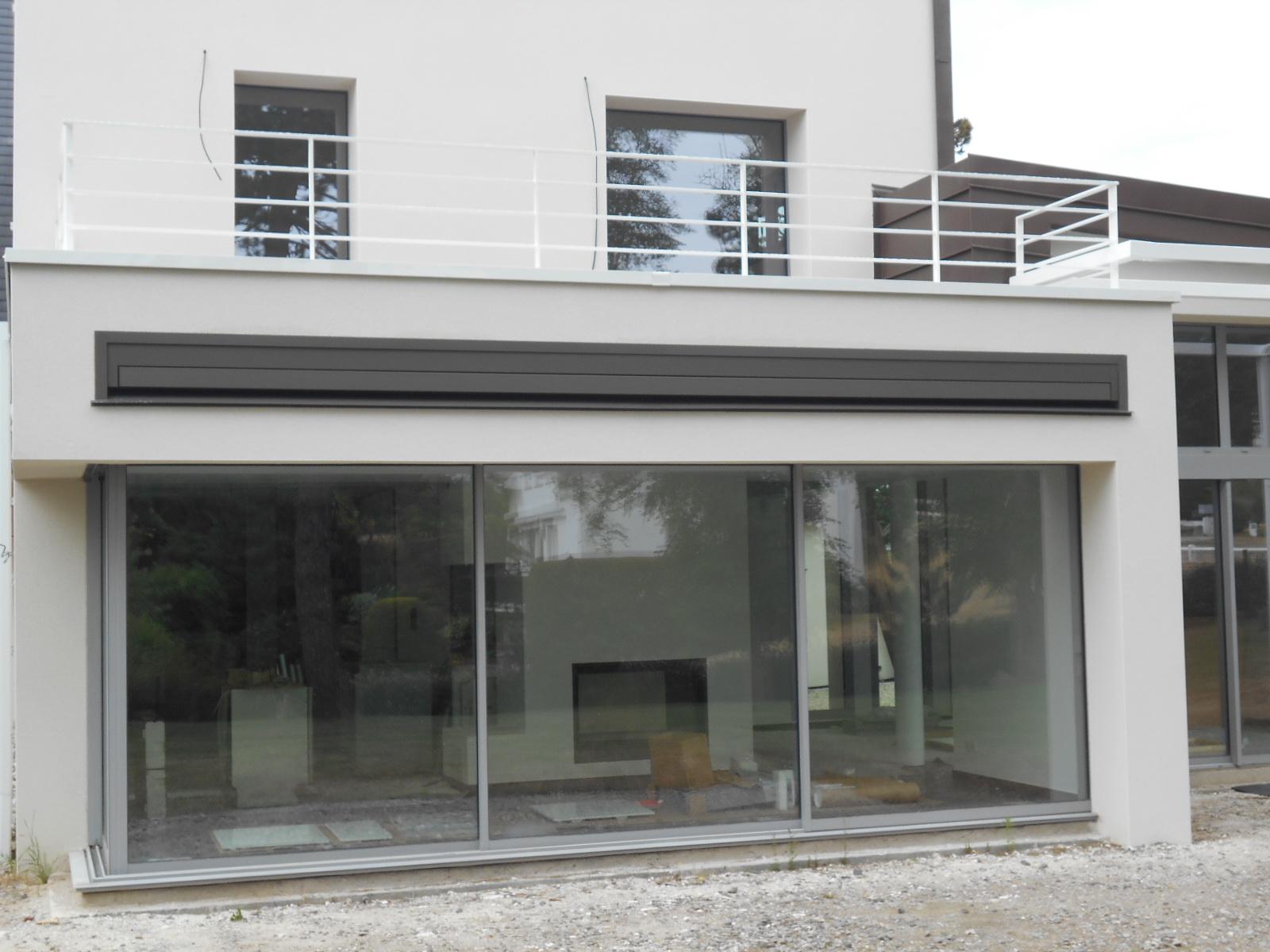 Pose de STORE BANNE motorisé intégré dans la façade SOMFY / HAROL
