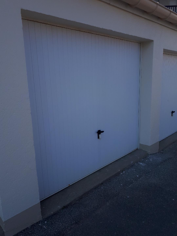 PORTE DE GARAGE BASCULANTE PVC – HARDELOT-PLAGE / BOULOGNE SUR MER