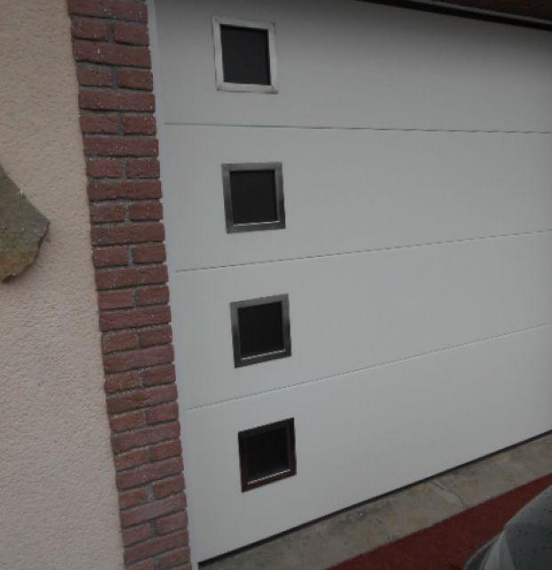 porte de garage sectionnelle HAROL avec hublot isolante