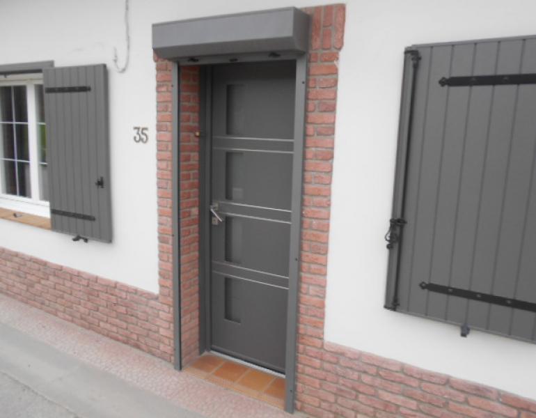 Pose porte d entr e coloris gris k line fermetures louasse - Porte metallique isolante ...