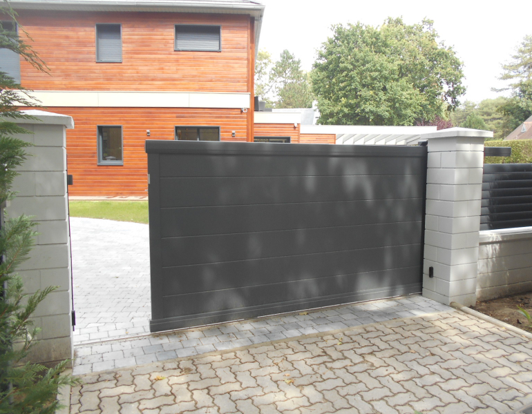 portail coulissant aluminium / Le Touquet
