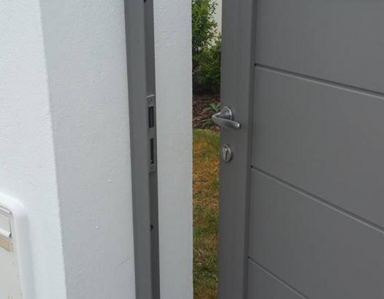 Portail + portillon aluminium soudé thermolaqué ALUCONCEPT