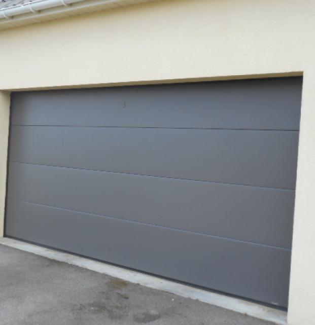 Porte entrée vitrée et porte de garage sectionnelle outreau
