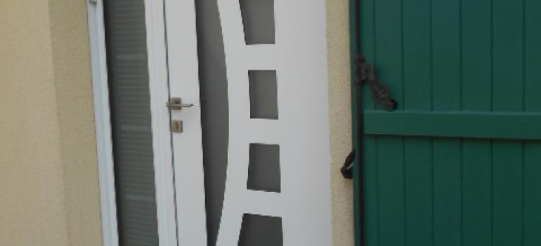 Porte entrée volet et porte de garage