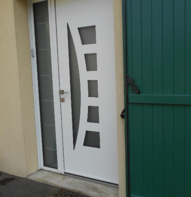 Porte de garage sectionnelle motorisation SOMFY Boulogne sur mer et porte entrée K-LINE