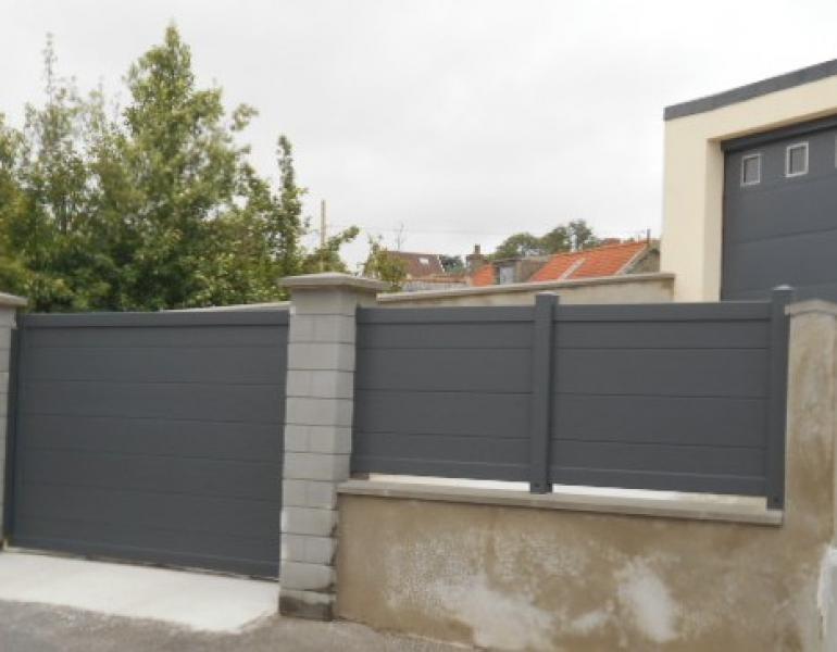Pose cloture portail et porte de garage en aluminium fermetures louasse for Porte cloture aluminium