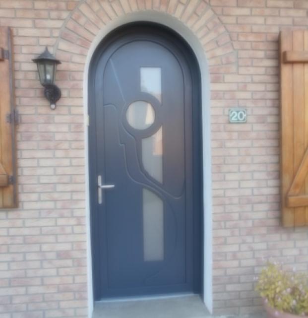Porte entrée PVC cintrée