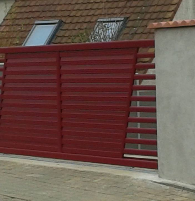 portail coulissant alu rouge